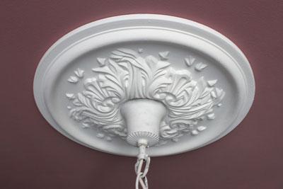 Deckenrosette Für Kronleuchter ~ Kronleuchter in shabby chic so überarbeitet ihr eure alte lampe