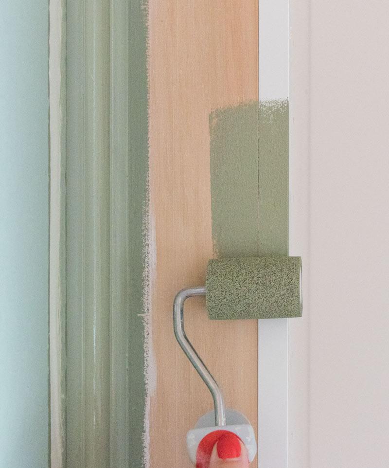 IKEA-Hack – Mit Polystyrol-Leisten und Kreidefarbe zum Einbauschrank
