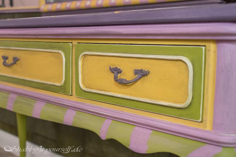 Annie Sloan Charleston Collection Spiegelkommode - Auch die Schubladen sind bunt