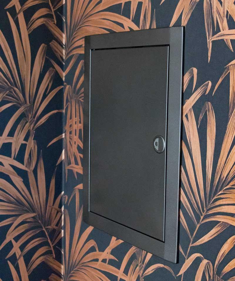 Garderobe im Flur gestalten mit Tapete - Der lackierte Sicherungskasten