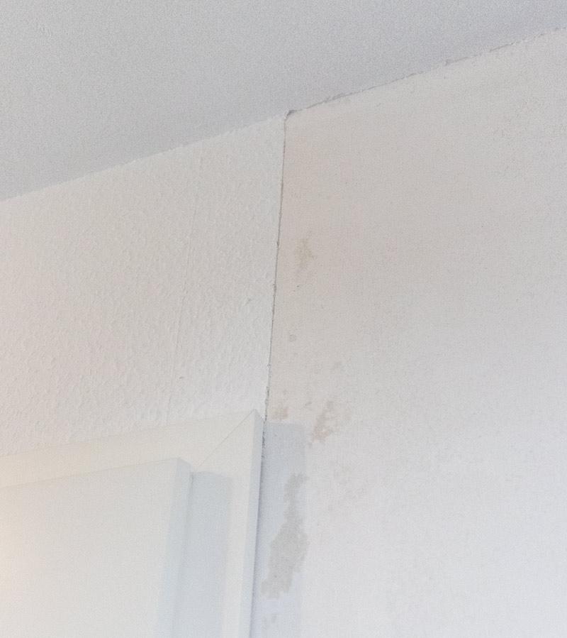 Garderobe im Flur gestalten mit Tapete - Sauberer Schnitt der Tapete