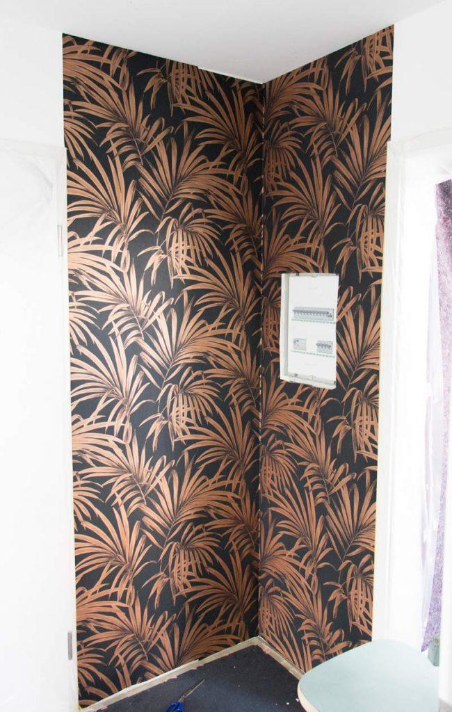 Garderobe im Flur gestalten mit Tapete - Tapete fertig an der Wand