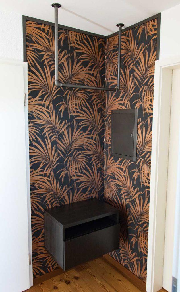 Garderobe im Flur gestalten mit Tapete - Die fertige Garderobe