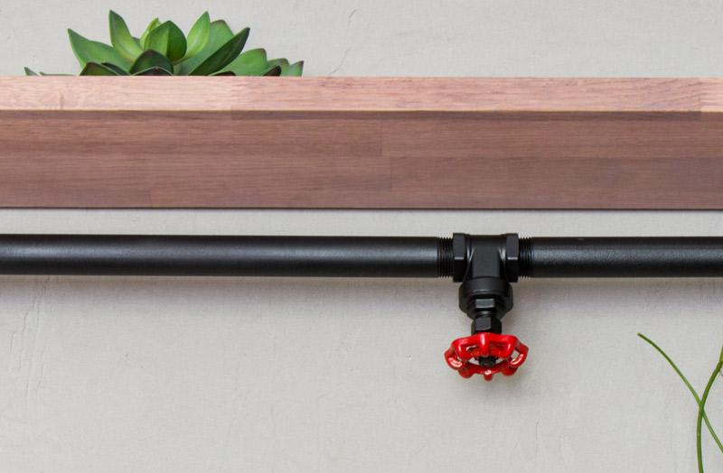 Regal aus Rohren - Das Wasserventil ist der Hingucker