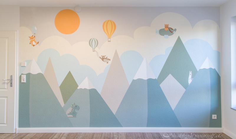 Kinderzimmer Wandbild streichen - Die fertige Berglandschaft