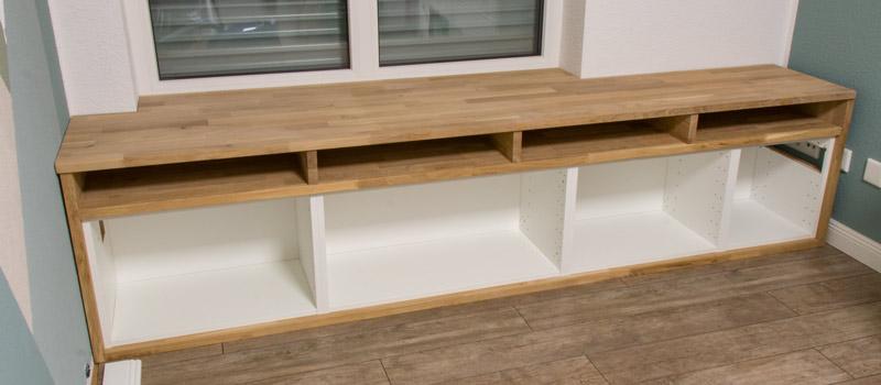 Fensterbank als Sitzbank mit Stauraum gestalten IKEA Hack - Die Deckplatte montieren