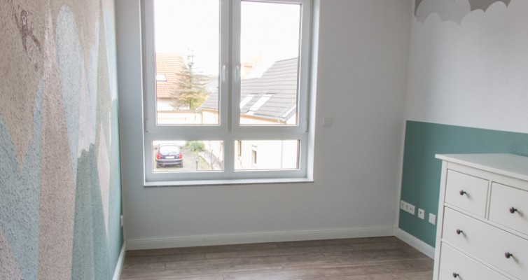 Fensterbank als Sitzbank mit Stauraum gestalten IKEA Hack - Der Raum vorher