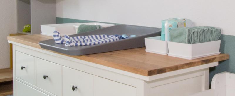 IKEA HEMNES zu Wickelkommode umbauen - Auf der Arbeitsplatte liegt die Wickelauflage auf