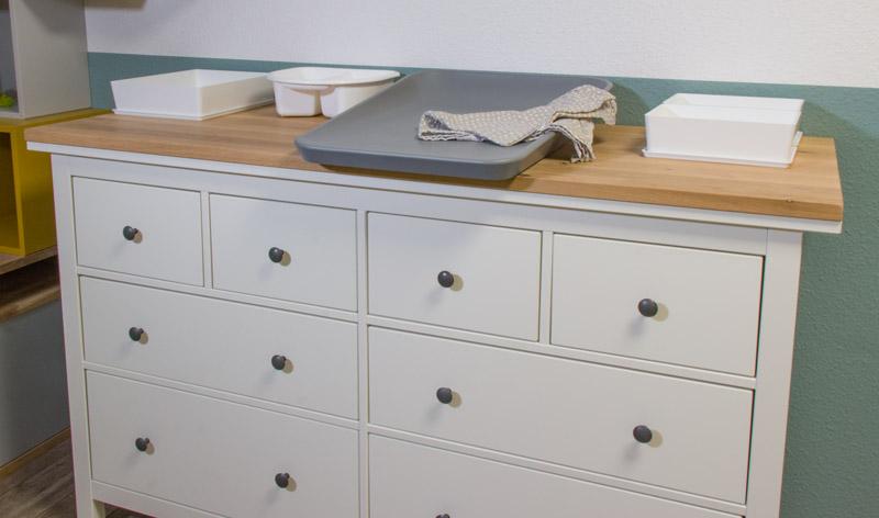 IKEA HEMNES zu Wickelkommode umbauen - Eine Holzplatte und eine Wickelauflage reichen