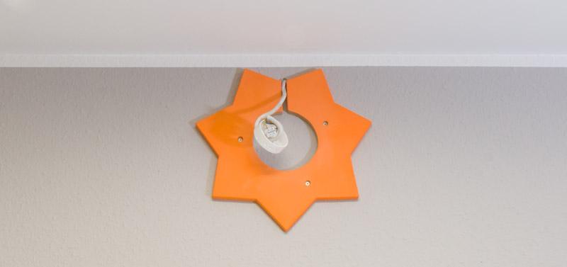 Kinderzimmer Lampe selber bauen - Der untere Teil wird an die Wand montiert