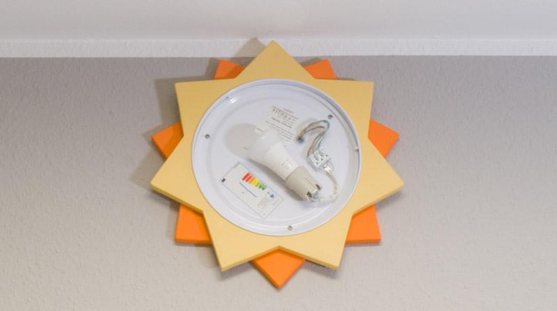 Kinderzimmer Lampe selber bauen - die Lampe wird montiert
