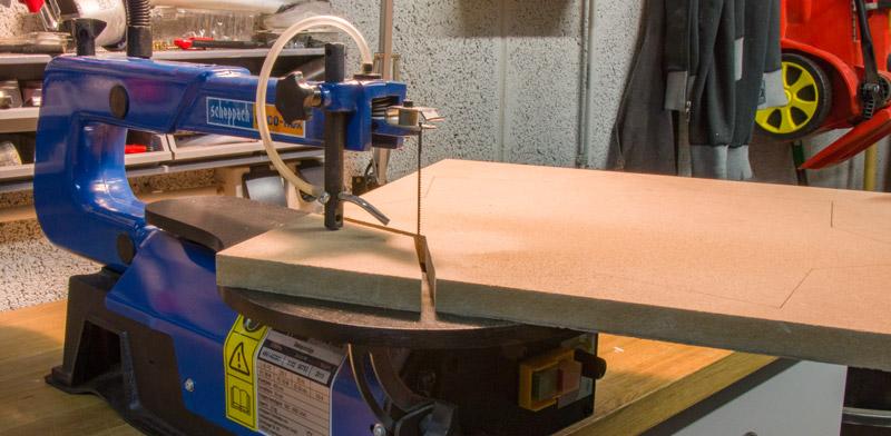 Kinderzimmer Lampe selber bauen - Mit der Dekupiersäge zuschneiden