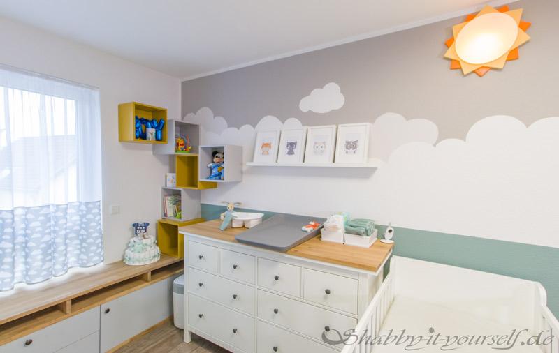 Babyzimmer Kinderzimmer Jungen - Wickelkommode mit Deko