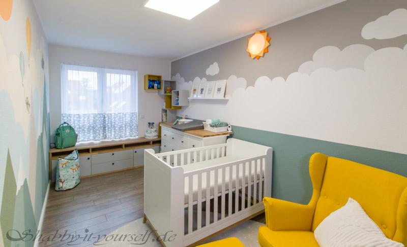 Babyzimmer Kinderzimmer Jungen - Bettchen mit Stillsessel