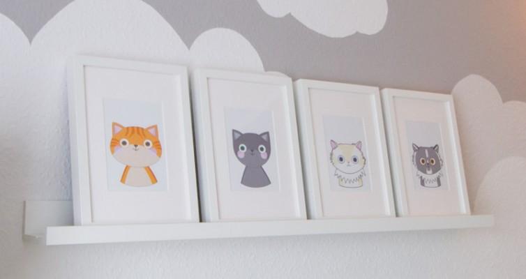 Katzenbilder für das Kinderzimmer - Die vier Portraits stehen auf einer Bildleiste