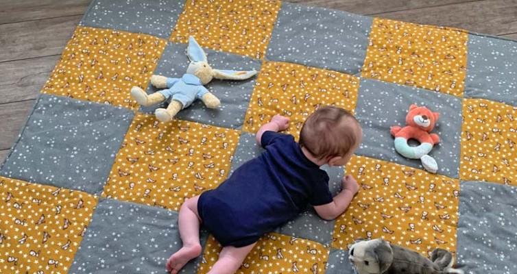 Krabbeldecke selber nähen - Der Kleine hat viel Spaß zum Krabbeln