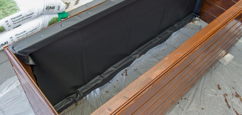 Anleitung Hochbeet Pflanzkuebel selber bauen - Von innen mit Teichfolie auskleiden