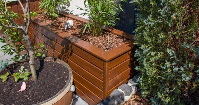 Anleitung Hochbeet Pflanzkuebel selber bauen - Das Hochbeet passt perfekt in die Ecke
