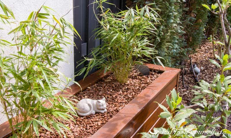 Anleitung Hochbeet Pflanzkuebel selber bauen - Fertig bepflanzt