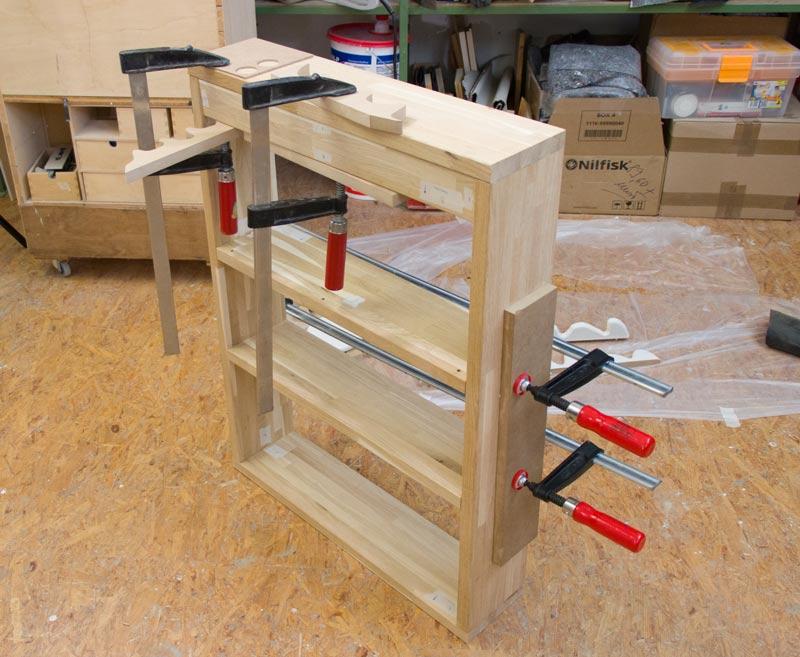 Monster Bücherregal für Kinder - Korpus zusammenbauen