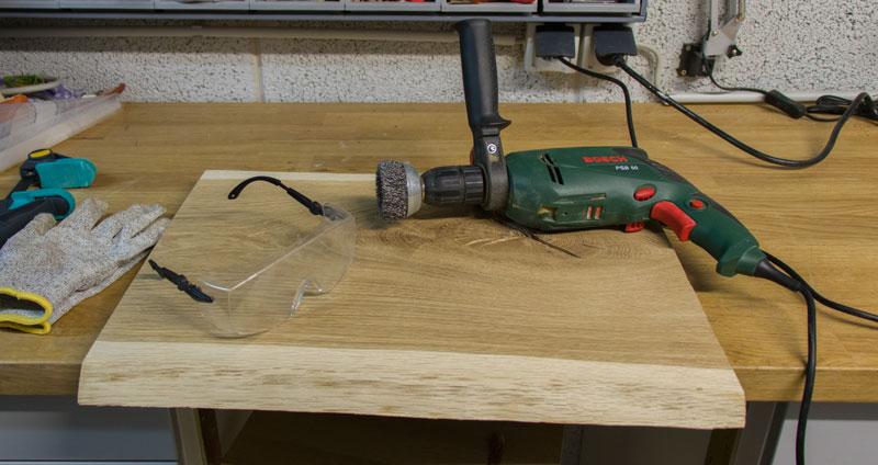 DIY Adventskranz aus Holz - Eichenholz bürsten