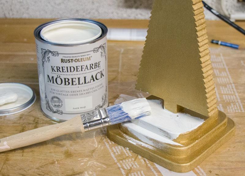 DIY Adventskranz aus Holz - Mit Kreidefarbe streichen