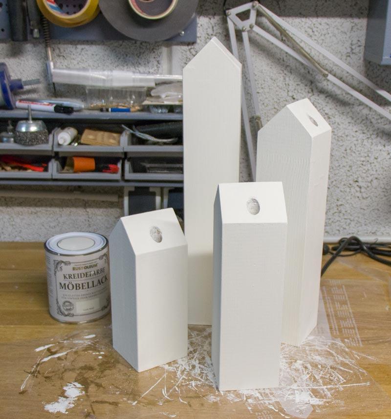 DIY Adventskranz aus Holz - Häuser weiß streichen