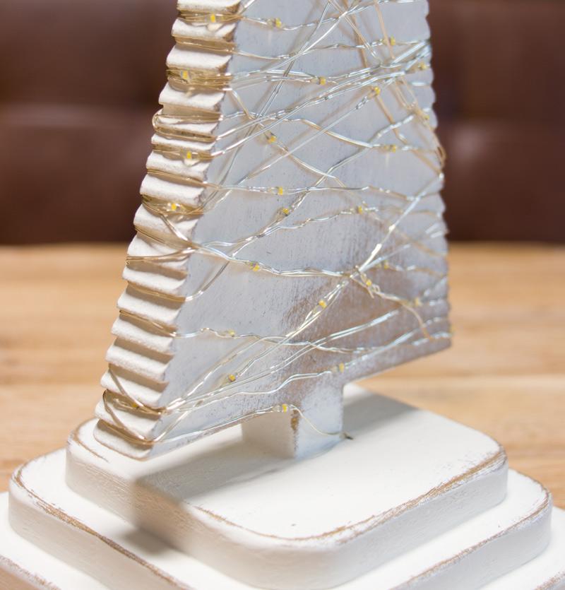 DIY Adventskranz aus Holz - Die gewickelte Lichterkette