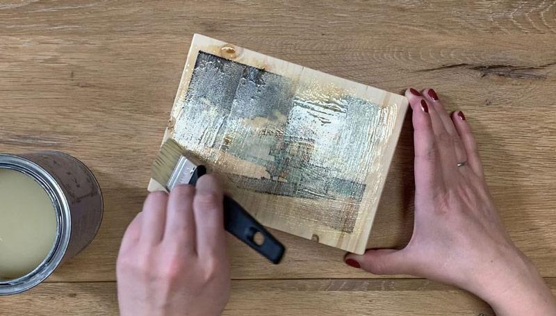 Drucktransfer mit Freezer Paper auf Holz und Kreidefarbe - Kunstharzlack zur Versiegelung