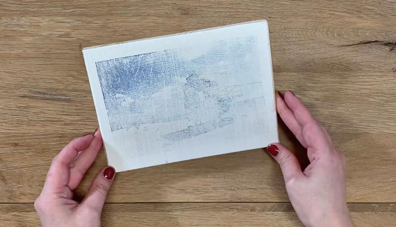 Drucktransfer mit Freezer Paper auf Holz und Kreidefarbe - Ergebnis Foto auf Kreidefarbe