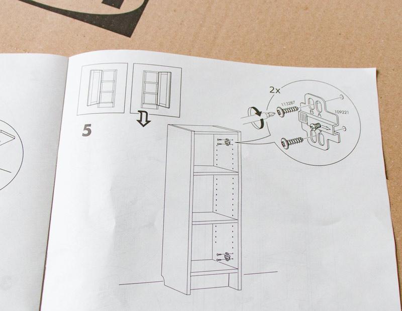 Neue Tueren an altes BILLY Regal montieren - In Anleitung sind mehr Bohrloecher