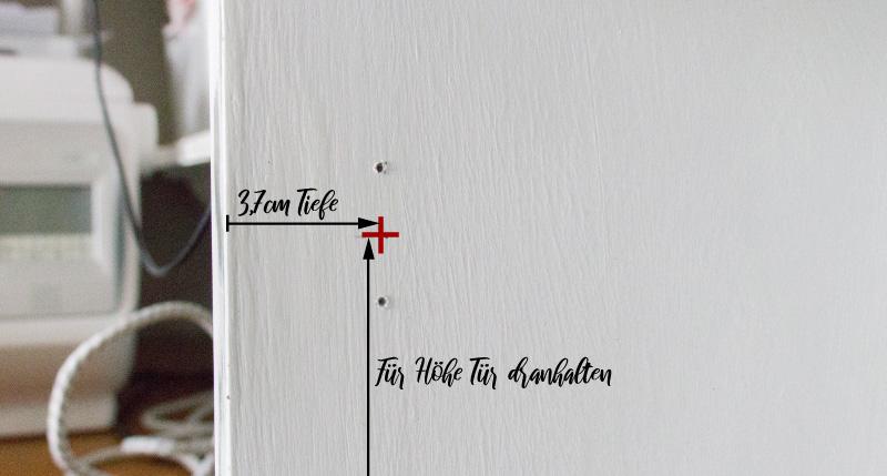 Neue Tueren an altes BILLY Regal montieren - Hoehe und Tiefe anzeichnen