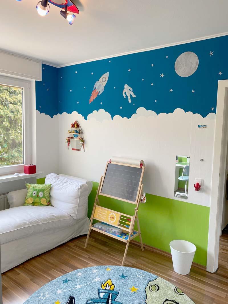 Leserprojekt Wandbild Weltraum von Katja - Das fertige Bild mit Wandstickern