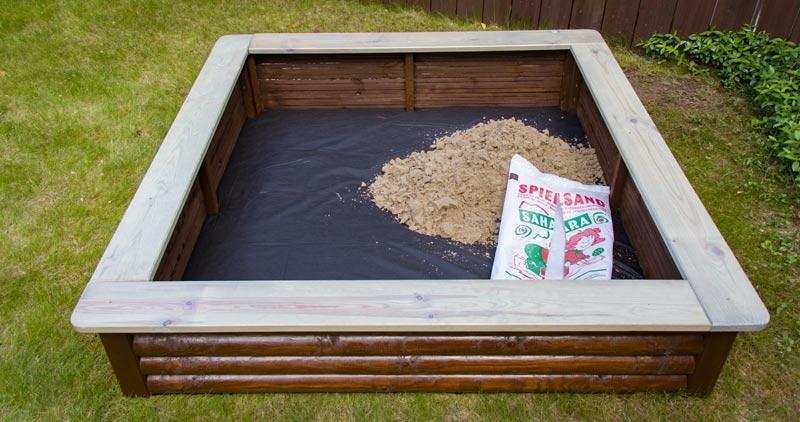 Sandkasten aus Holz Infos - Die richtige Füllung