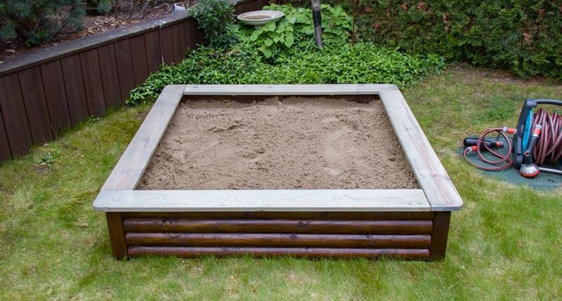 Sandkasten aus Holz Infos - Sandkasten fertig gefüllt
