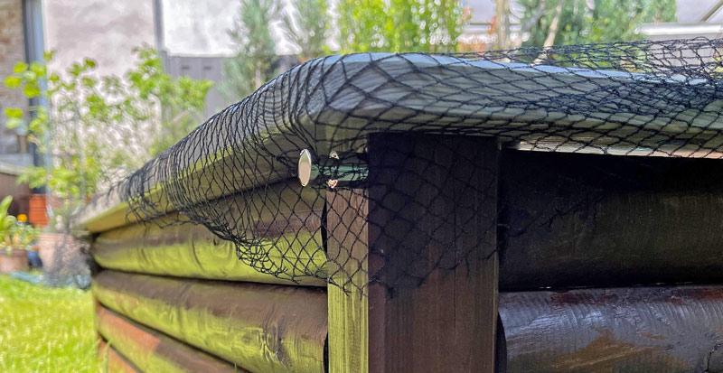 Sandkasten aus Holz Infos - Halterung für das Netz