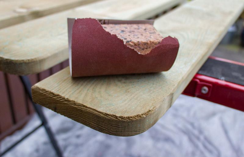 Sandkasten aus Holz Infos - Holz abschleifen
